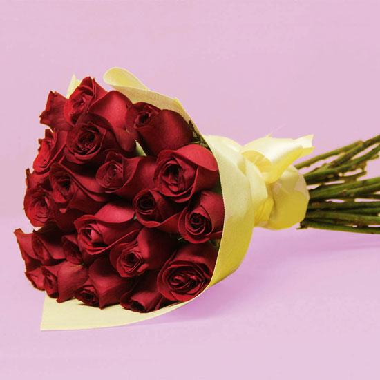 adorno de flores rojas