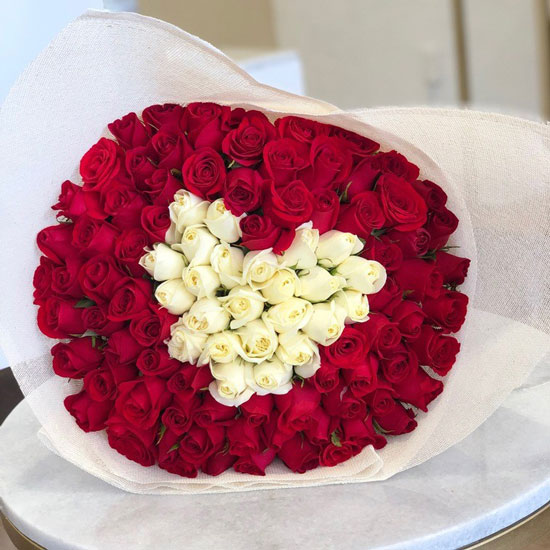 ramo de corazon rosas